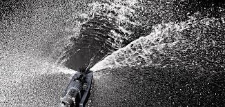 komet gun spraying water